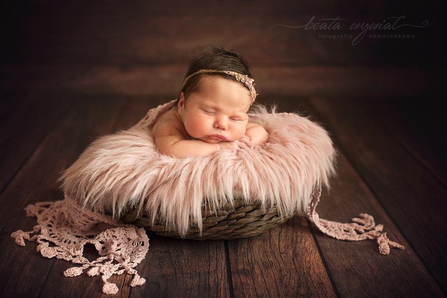 sesja noworodkowa, fotografia noworodkowa Beata Wywial Krakow